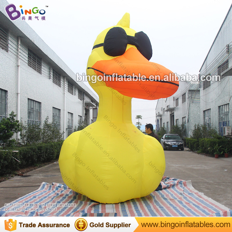 Hot sale 4M high giant inflatable duck model for party blow up yellow duck with Sunglasses for event decoration giant toy duck giant inflatable balloon for decoration and advertisements