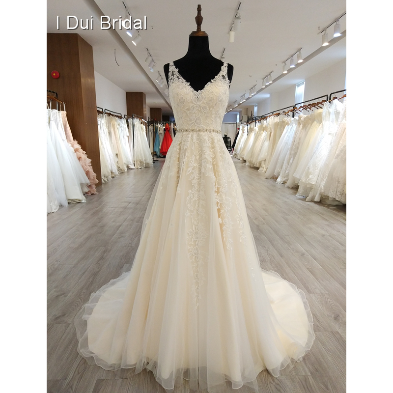V Neck Lace Wedding Dress With Keyhole Back Unique High Quality New Design Bridal Gown