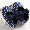 Lindo Del Bowknot de Los Lunares Recién Nacidos Zapatos Del Bebé Prewalker Primeros Caminante Infantil Kids Niñas Zapatos de Suela Suave Encantadora Zapatillas de Deporte 2016