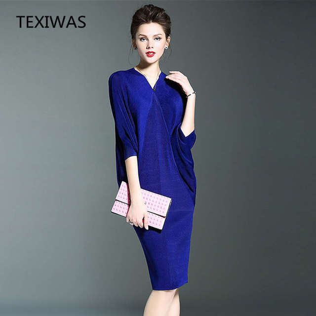 TEXIWAS 2019 spring and autumn new temperament V-neck bat long sleeve Women's bag buttocks solid color fold dress