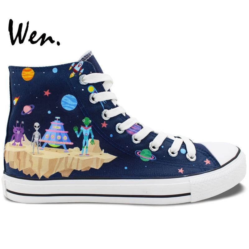 Prix pour Wen Chaussures Peintes à la main Design Personnalisé de Bande Dessinée L'espace Vaisseau Spatial Alien High Top Toile Sneakers pour Cadeaux De Noël