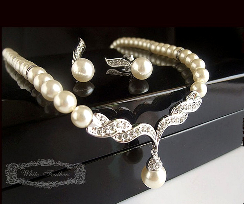 and jewelry silver plated tear drop pearl and rhinestone 5187