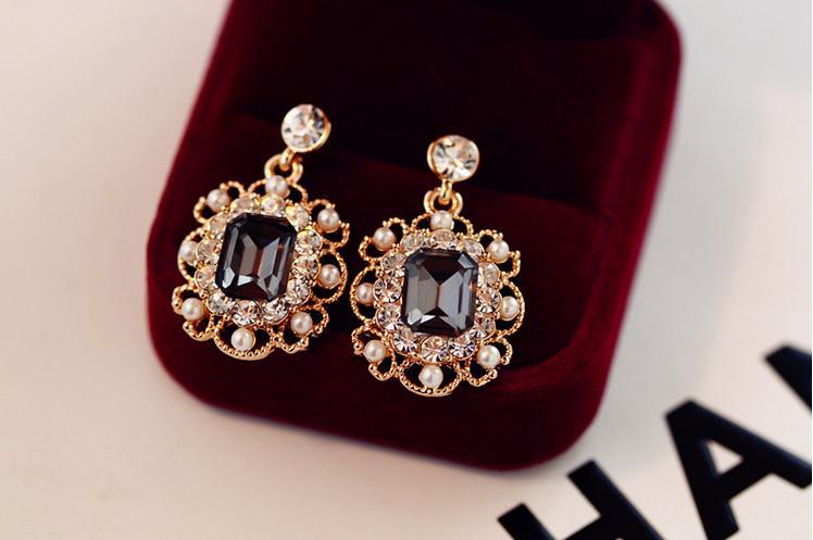 Korean Women's Jewelry Pearls Vintage Fashion Square Earrings Stud Earrings