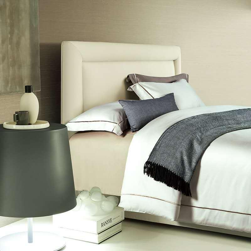 4個シンプルなスタイル刺繍高級寝具セットキングサイズクイーンサイズのベッドセット無地布団カバーベッドシート28  グループ上の ホーム&ガーデン からの 寝具セット の中 1