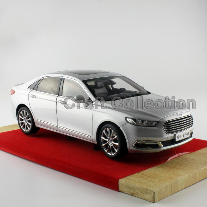 White 1/18 FORD TAURUS 2015 Diecast Model Car Alloy Model Car Hobby Stores Cars for Sale Aluminum Die casting Products