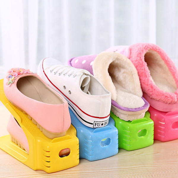 Simple home shoes rack solid color plastic shoe shelf for Minimalist house slippers