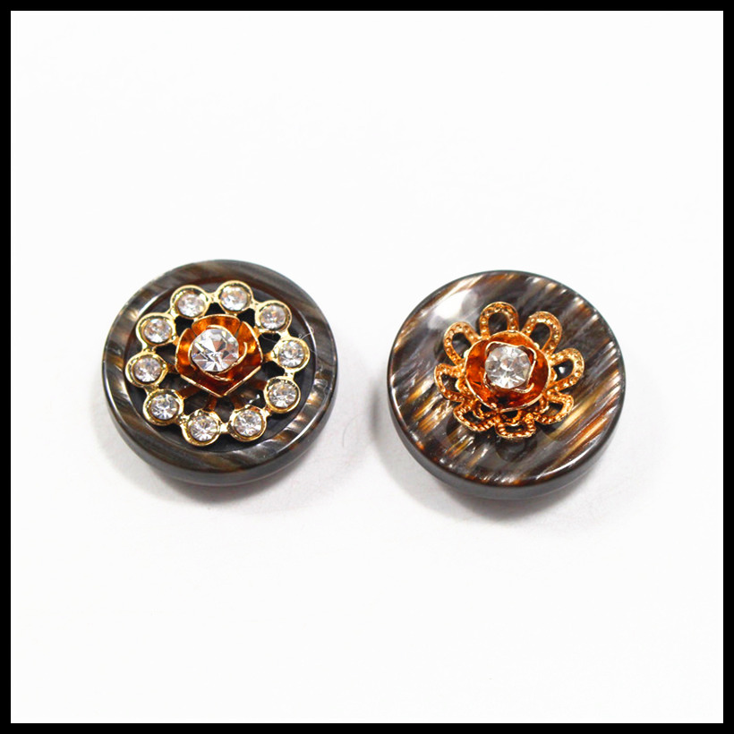 High-Quality ZCY Store 2 pcs,24mm mix  fashion metal acrylic Fur buttons, Mink coat buttons. Rhinestone buttons. big with a diamond buckle.accessory