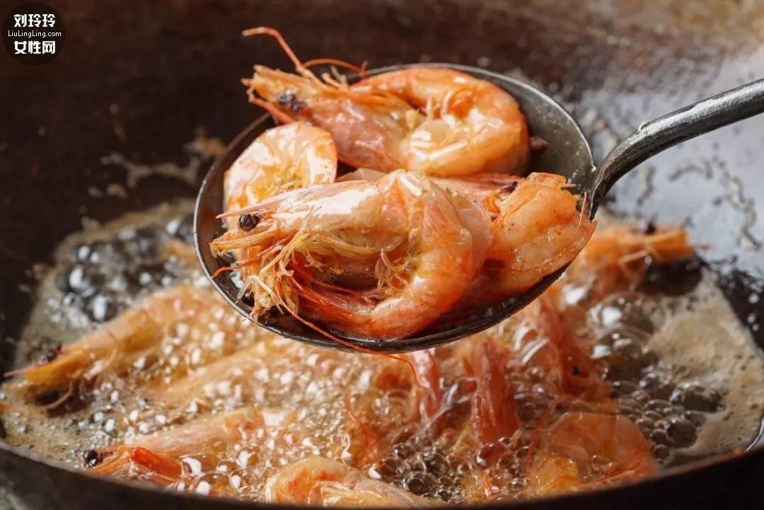 家庭麻辣海鲜香锅的做法 不难又好吃!3