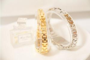 Image 5 - 2019 nova mulher quente relógio de strass senhora diamante vestido de pedra relógios pulseira de aço inoxidável relógio de pulso senhora relógio quadrado