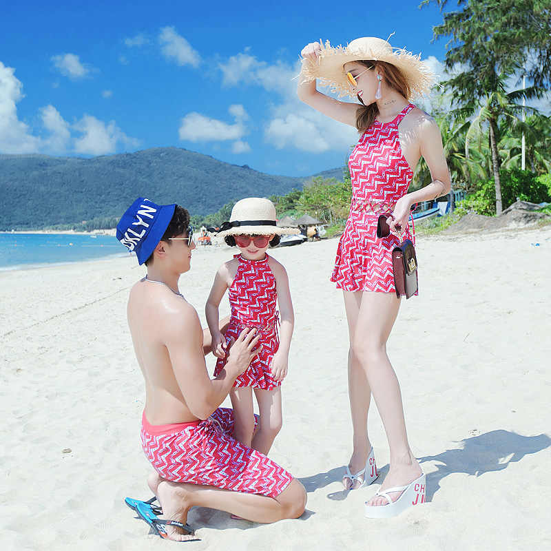 4ea16e814ce67 Matching Family Swimsuits Beach Clothing Mommy and Me Mother Daughter  Swimsuit Dress Swimwear Couple Sister Matching