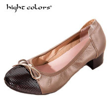 fabb462f03 Plus size 34-41 Quente dedo do pé Redondo mulheres bombas de couro Genuíno de  alta qualidade moda feminina saltos baixos sapatos.