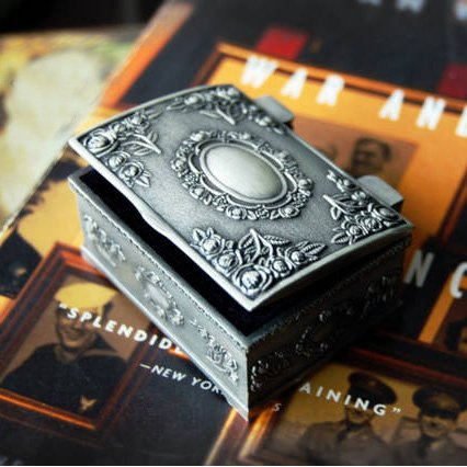 Online Shop Fashion Metal Jewelry Case trinket box Vintage Carved