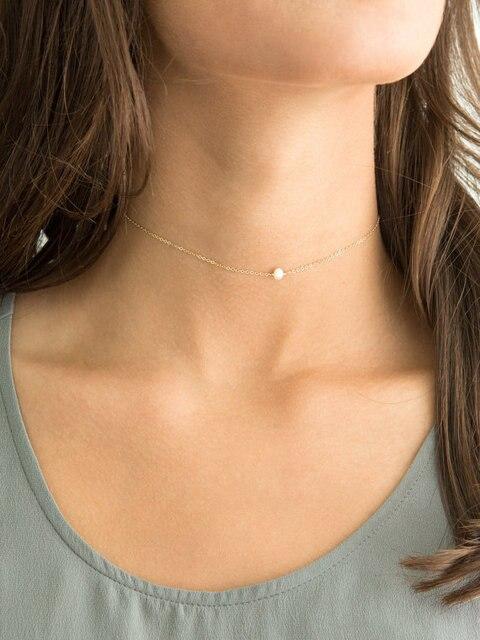 Chica collar perlas
