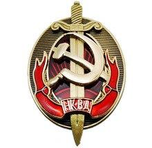 NKVD 多層銅エナメルシールドと剣バッジの早期 KGB インテリア省