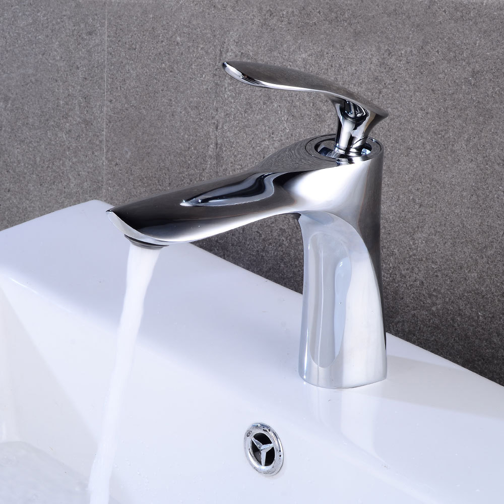 купить Bathroom Faucet Chrome Lavatory Taps Single Handle Hot Cold Switch Water Mixer Tap Wash Basin Bathroom Deck Mounted Basin Faucet по цене 4369.52 рублей