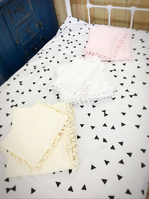 2Pcs/Sets Cotton Lovely  Ball Pendant Crib Kit Kid's Favorite Pink Yellow Quilt Pillow Case No Fluorescent Bedding