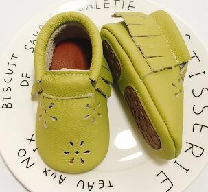 2018 Hot Genuine Leather soild slip on Baby moccasins fringe Toddler hard sole Hollow baby shoes first walkers for Girls boys