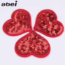 10 Pcs/lot Berpayet Merah Hati Patch DIY Sweater Stiker Jahit Kain Katun Buatan Tangan DIY Pakaian Lencana Patch(China)