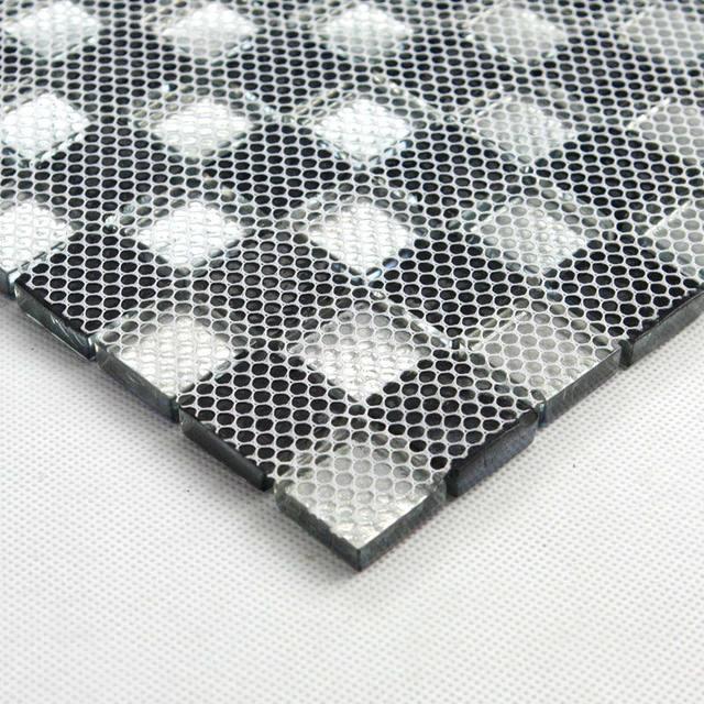 Bonito La Instalación De Baldosas De Vidrio Mosaico Pared Posterior ...
