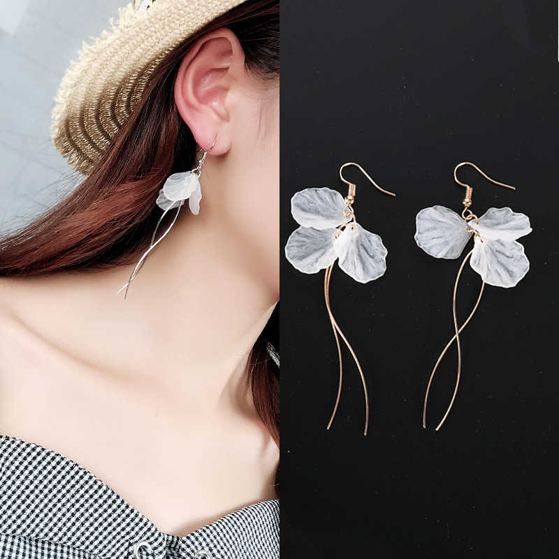 2018 New Arrivals Women's Fashion White Petal Earrings Long Statement S Shape Metal Rod Tassel Drop Earrings For Women Jewelry
