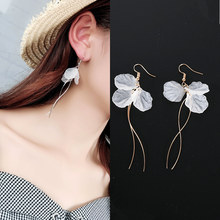 2019 New Arrivals Women's Fashion White Petal Earrings Long Statement S Shape Metal Rod Tassel Drop Earrings For Women Jewelry(China)
