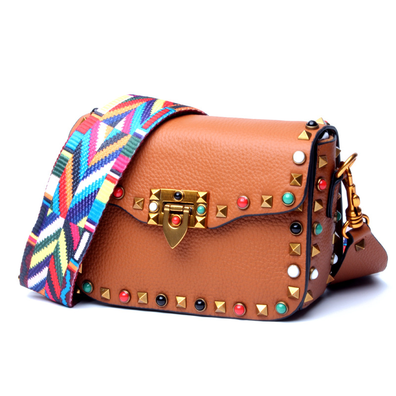 2018 new ladies colored rivets small square bag Europe and the first layer of leather Messenger bag wide shoulder strap shoulder