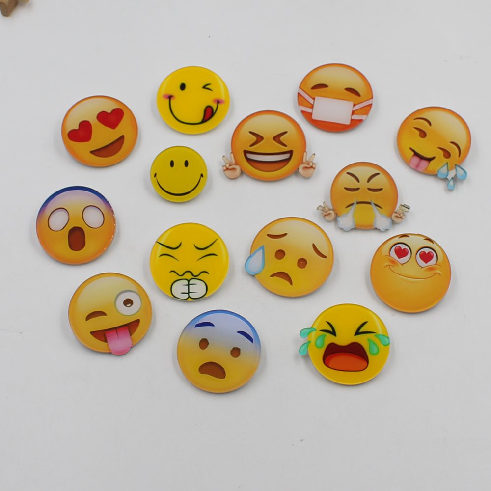 Hot QQ face expression badge fashion brooch classic backpack dress student cartoon brooch acrylic badge on the fabric jewelry
