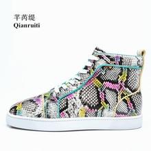 Homens Snakeskin Qianruiti Plana Lace-up Sneakers Alta Top de Impressão em Cores Misturadas Sapatos Casuais Homens Pista EU39-EU47 Chaussures Hommes