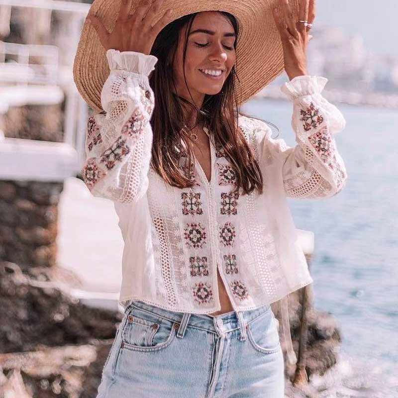 2019 летняя винтажная богемная блузка с вышивкой, повседневный белый топ с расклешенными рукавами, кружевная Модная рубашка с v образным вырезом