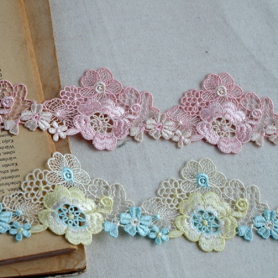 """4.5/"""" inch Wide 2 Yards Beautiful Flower and Leaf Venise Lace Trim"""