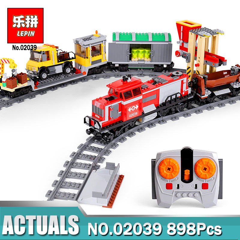 Lepin 02039 City Series 898Pcs The Red Cargo Train Set Compatible with Legoing 3677  Bricks Kits Toy as Kids Christmas Gift ynynoo lepin 02043 stucke city series airport terminal modell bausteine set ziegel spielzeug fur kinder geschenk junge spielzeug
