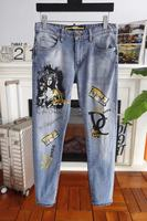 Модные Для мужчин джинсы 2019 взлетно посадочной полосы роскошь известный бренд Европейский дизайн вечерние стиль Мужская одежда WD02486