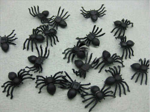 20PCS/Lot Halloween Haunted House Prop Table Decoration Plastic Artificial Simulation funny Spider Trick Joking Toy Party