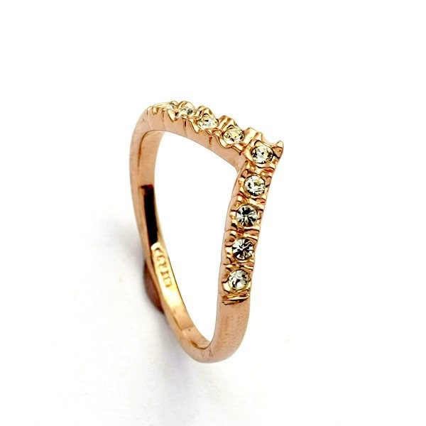 2017 New fashion v-shaped unique design gold color ring cute woman wholesale free shipping wholesale Fashion Crystal Rings