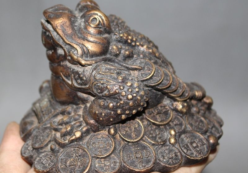 Vieux chinois Fegnshui Bronze richesse yuanbao monnaie pièce doré crapaud spittor Statue