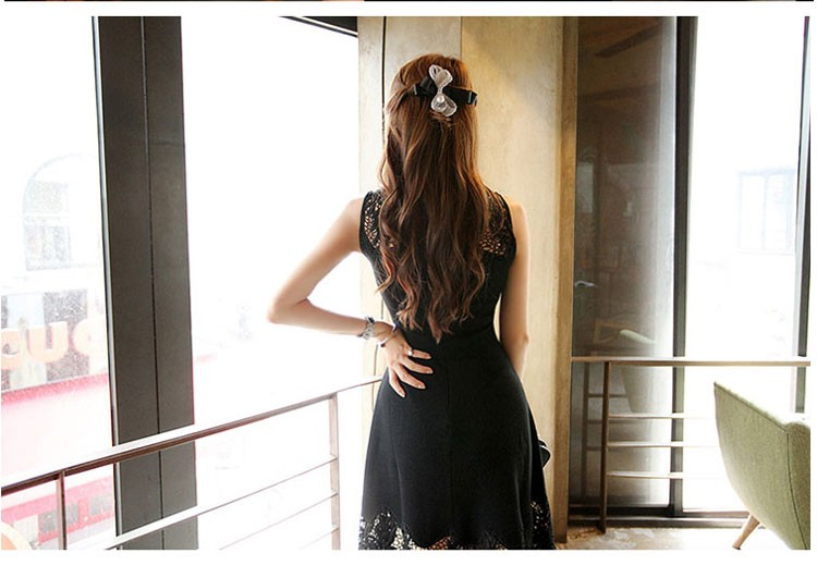 Elegant Sleeveless Lace Stitching Pierced Solid Vintage Dress