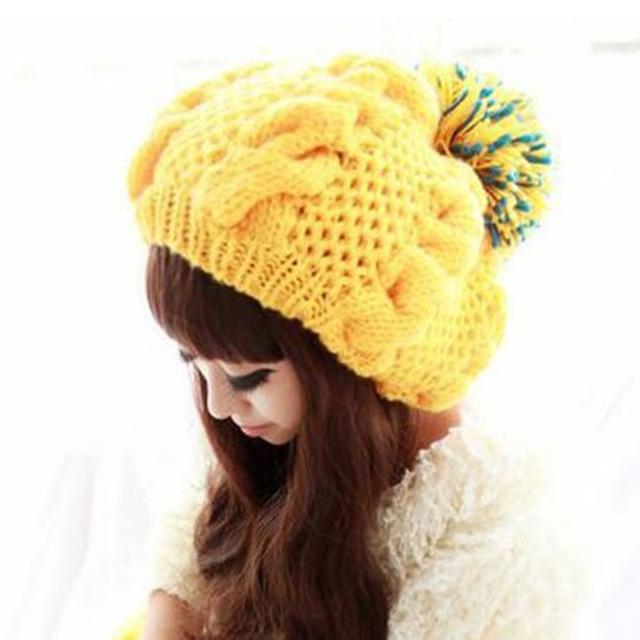2017 mujeres del otoño y del invierno caliente-venta de color amarillo brillante esfera trenzado de hilo grueso de punto sombreros piña sombrero de la sombrerería