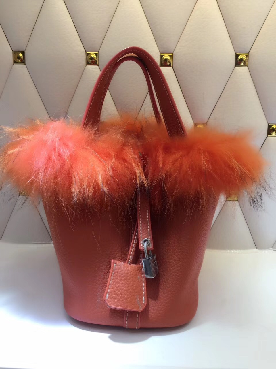 2017 women genuine leather famous brand lock bucket bag luxury designer real fox fur tote bag litchi texture lock cowhide bag [whorse] brand luxury fashion designer genuine leather bucket bag women real cowhide handbag messenger bags casual tote w07190