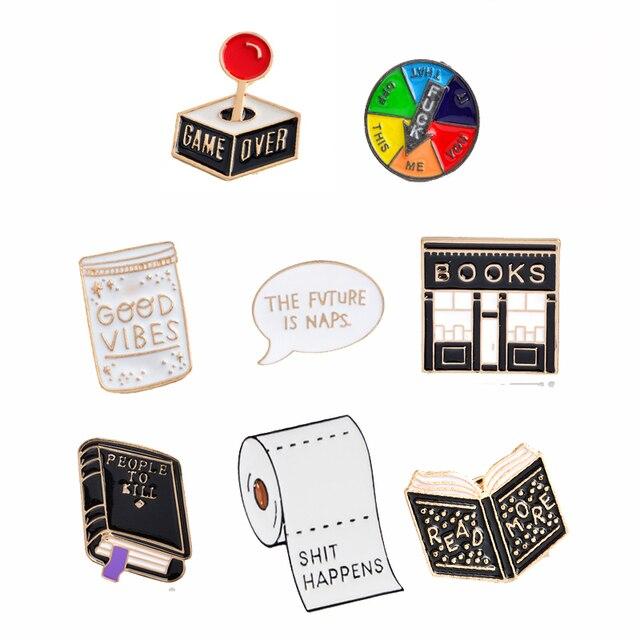 QIHE QH-Libro GIOIELLI Spille Libro spille Buona vibes badge per Saperne di più risvolto Spille s Divertente citazione Libro gioielli Spille s collezione