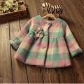 Niños que arropan la nueva niñas prendas de vestir exteriores de la princesa grid invierno largo estilo pastoral del bebé caliente de espesor de la chaqueta