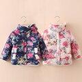 2016 nuevas muchachas de la capa caliente del invierno del bebé de la flor de manga larga de algodón acolchado niños ropa niños outwear navidad