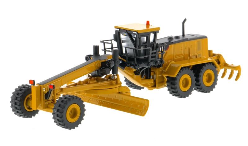 DM-85539 1:125 Cat 24M автогрейдер