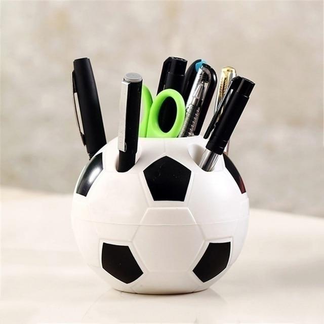 Fútbol forma herramienta suministros pluma lápiz titular en forma de cepillo de dientes titular escritorio estante Mesa Decoración de casa estudiante regalos