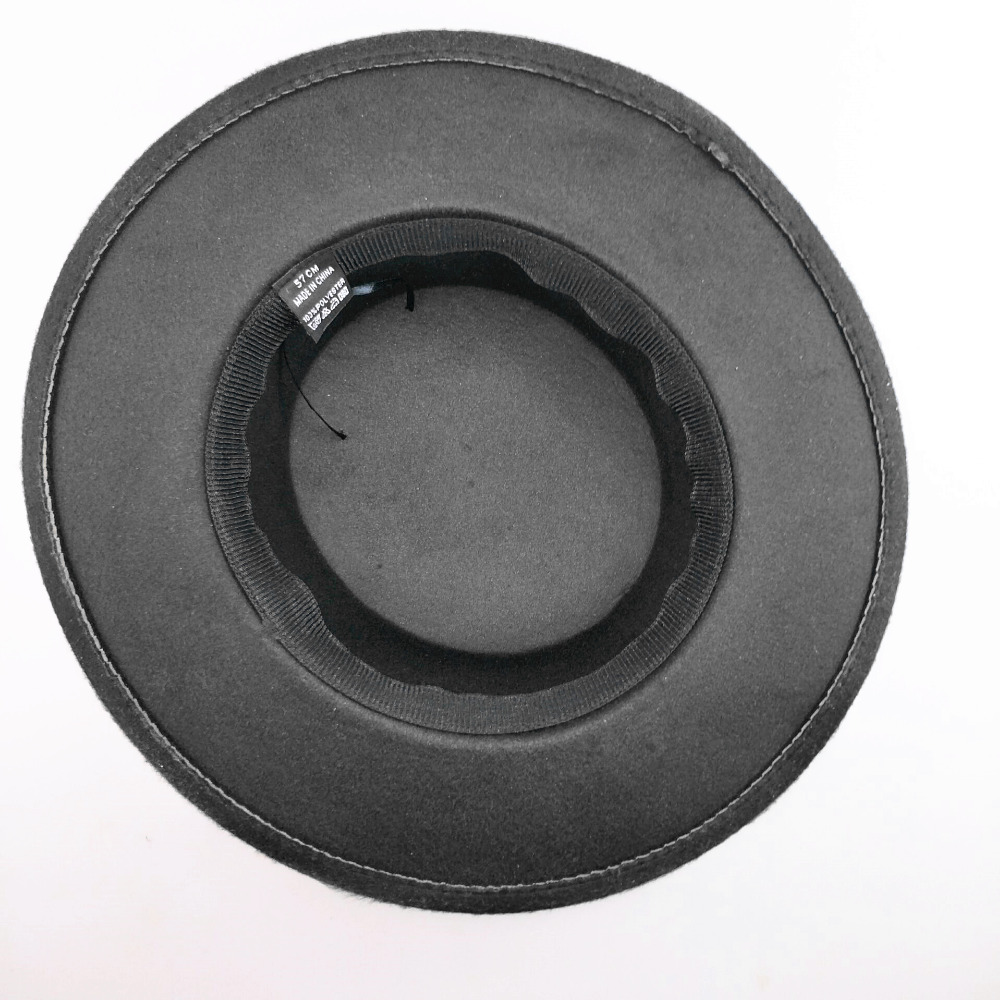 Chapeau vintage garni de perles