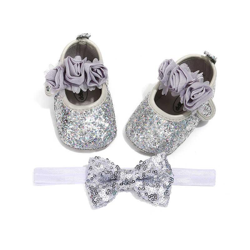 أحذية أطفال حديثي الولادة للبنات أحذية سرير برّاقة مزينة بالترتر أحذية لينة ونعل رباط شعر للأطفال في سن الحبو أحذية أطفال لحفلة الكريسماس الأميرة Prewalker