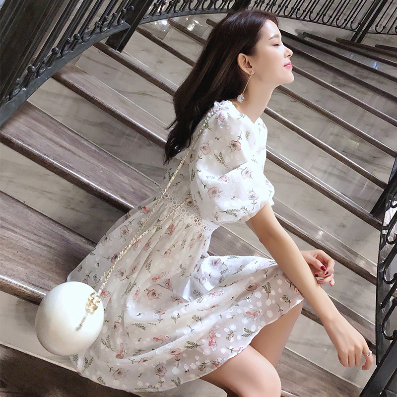 Mishow 2019 Femal Summer Chiffon Dresses V-Neck Floral Beach Dress Mini Cute Girl Dress MX18B1234