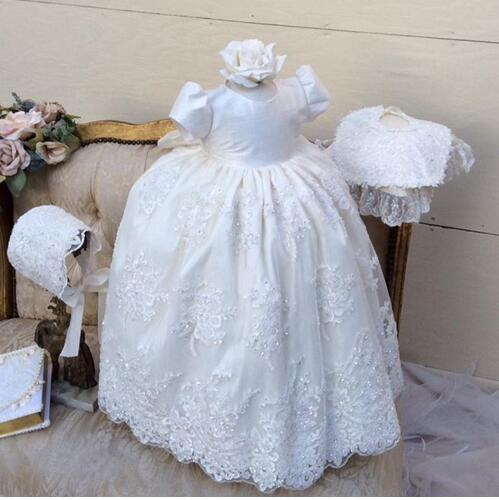 White/Ivory Lace Baby Girls Christening Gown Short Sleeves Long Baptism Gowns with Bonnet недорого
