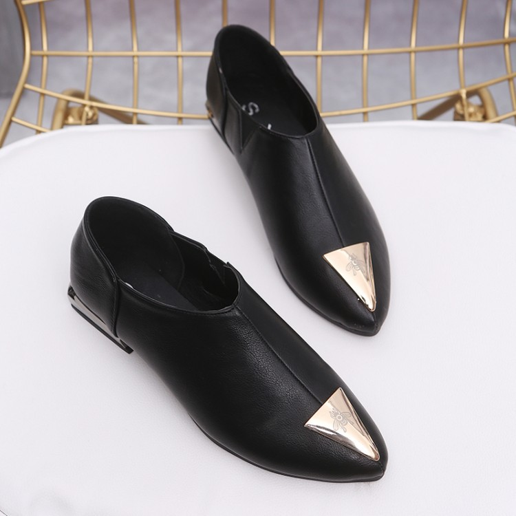 And The Wind In The Spring Of 2018 New Shallow Mouth Pointed Flat Shoes With Leather Shoes Retro Metal Rivets Women's shoes 2017 the new european american fashion horn bow pointed mouth shallow comfortable flat sheet metal red shoes tide size 35 41