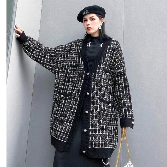 [EAM] black plaid big size Knitting Cardigan Sweater Loose Fit V-Neck Long Sleeve Women New Fashion Autumn Winter 2019 1K356 36