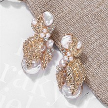 2019 New Vintage Jewelry Big Golden Pearl Earrings Women Fashion Five Leaves Flowers